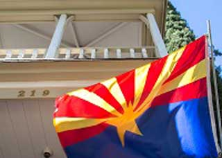 Image of the Arizona flag outside of the Kingman Municipal Courthouse